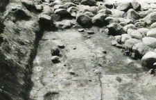 Contour of the graves 3-88 and 4-88, the foundation wall stones of collegiate's apse