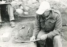 Grave 1-85, exploration works (L. Gajewski and drawer)