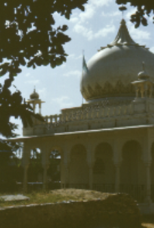 The tomb of a Muslim saint (pir) (Iconographic document)