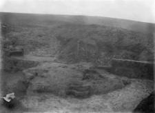 """Gródek : osada wczesnohistoryczna """"nad Rudnikiem"""" w Gródku : wnętrzne ziemianki"""
