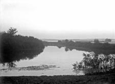 Czudwy, powiat Kostopol (Wołyń) ; rzeka Horyń o zachodzie słońca
