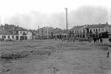 Krasnobrody nad Wieprzem, pow. Tomaszów : główna ulica, zarazem rynek